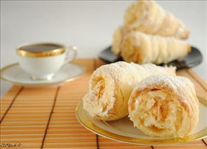 Фото рецепта «Слоеные трубочки с белковым кремом»